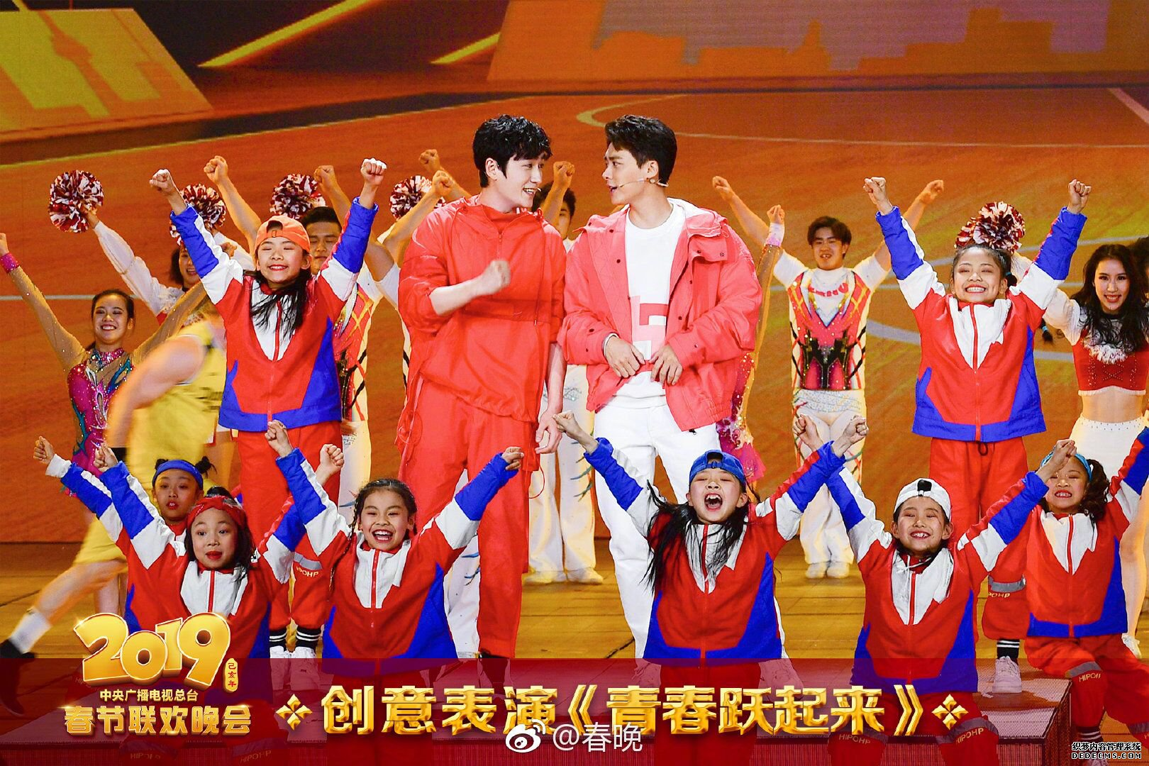 【滚动播报】李易峰朱一龙活力来袭 带来奇迹类网页游戏街舞秀