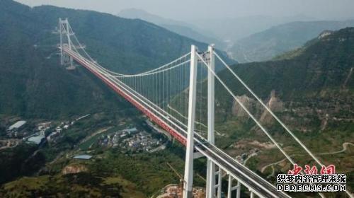 世界山区峡谷网页游戏公益服第一高塔悬索桥全面建成