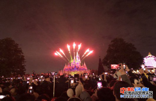 资料图:上海迪士尼乐园夜场。中新经纬 吴晓薇摄